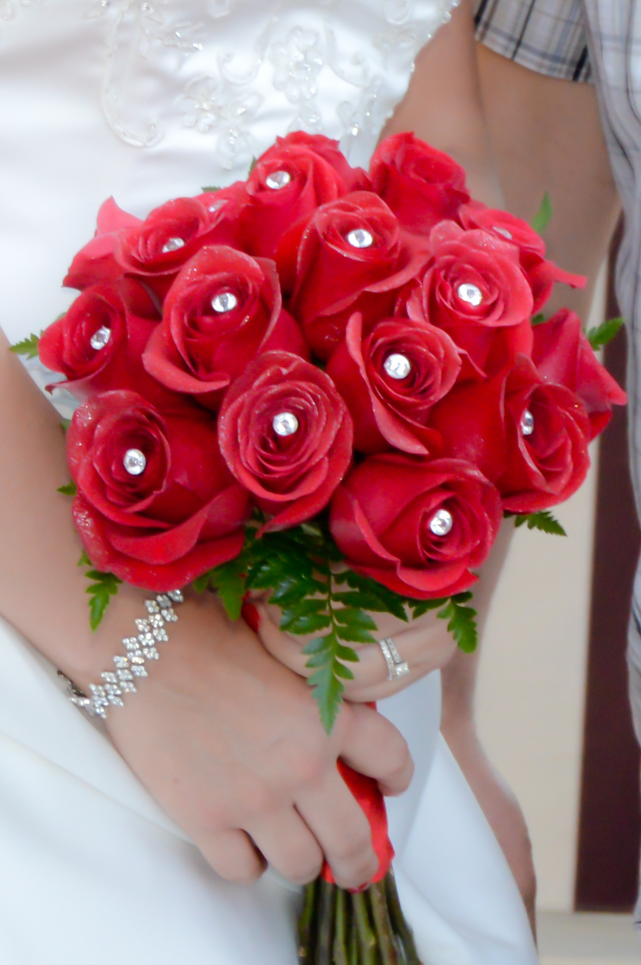 18 rose hand tied bridal bouquets las vegas weddings 18 rose hand tied bridal bouquet with bright red roses izmirmasajfo