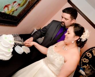 reception-cake-cutting