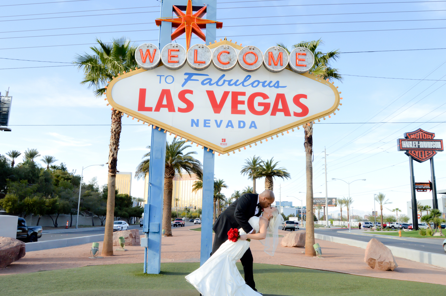 Las vegas wedding photography packages mon bel ami for Crazy las vegas weddings