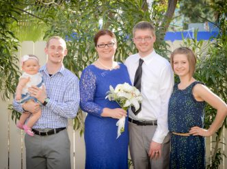 Posed wedding photography: family of the groom.
