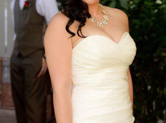 Posed wedding photography: bride single photo.