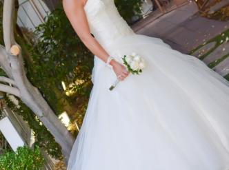 Posed wedding photography: garden bridal.
