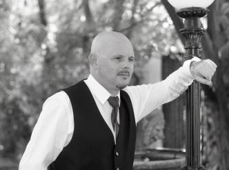 Posed wedding photography: handsome groom.