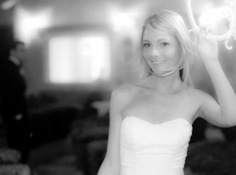 Posed wedding photography: beautiful bride in black and white.