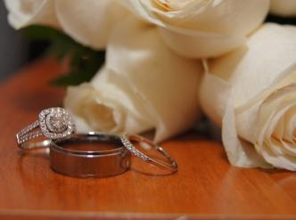 Posed wedding photography: white roses.