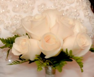 nine-rose-bridal-bouquet-white